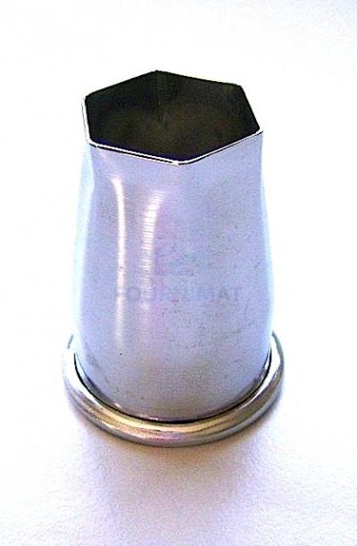 Cutter for hexagonal praline