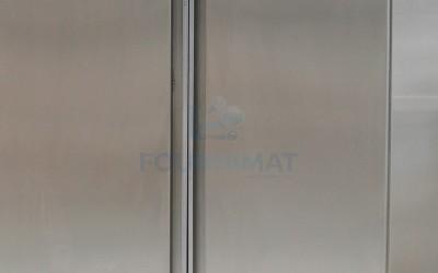Armoir haute en inox avec 3 tablette sur pieds portes coulissantes