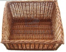 Tilted wicker basket for pistolet